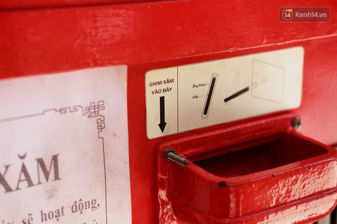 Bỏ tiền xu lấy thẻ xăm bằng máy tự động: Người Sài Gòn nườm nượp xem quẻ đầu năm thời công nghệ 4.0 - ảnh 8