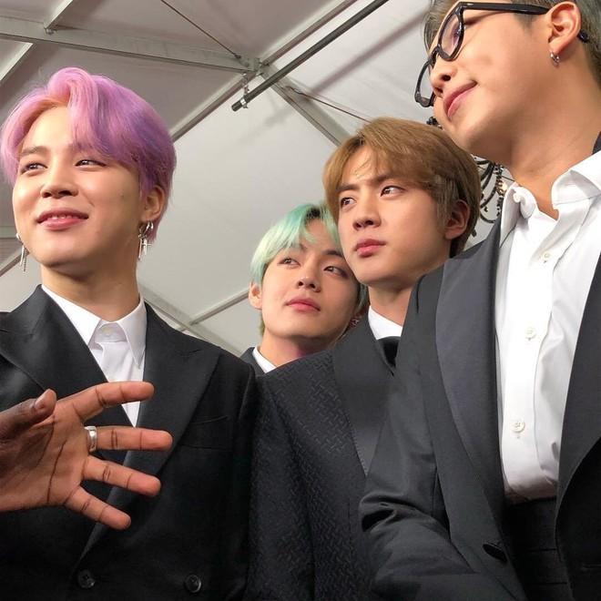 Sau Grammy 2019, nhân vật cậu tóc nâu và chàng trai tóc bạc hà bỗng được netizen quốc tế lùng sục gắt gao - Ảnh 5.