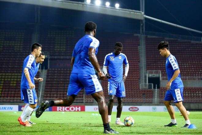 CLB Hà Nội diện áo mới, hứng khởi tập luyện trên đất Thái Lan - ảnh 8