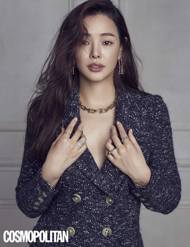 Hoa hậu Hàn đẹp nhất châu Á Honey Lee và nữ thần Kim Tae Hee: Ai nổi tiếng hơn ở trường đại học? - Ảnh 4.