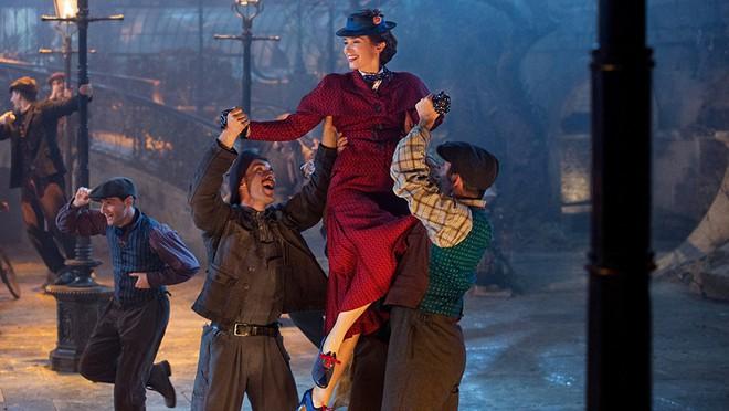 """Muôn màu Trang phục xuất sắc nhất Oscar 2019: Cuộc săn lùng ngai vàng của những bộ cánh thời """"ông bà anh"""" - Ảnh 13."""