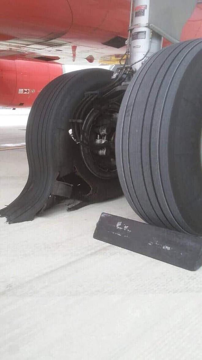 Vietjet lên tiếng về hình ảnh máy bay bị hư lốp sau khi hạ cánh xuống sân bay Tân Sơn Nhất: Đã tiến hành thay lốp ngay sau đó - ảnh 3