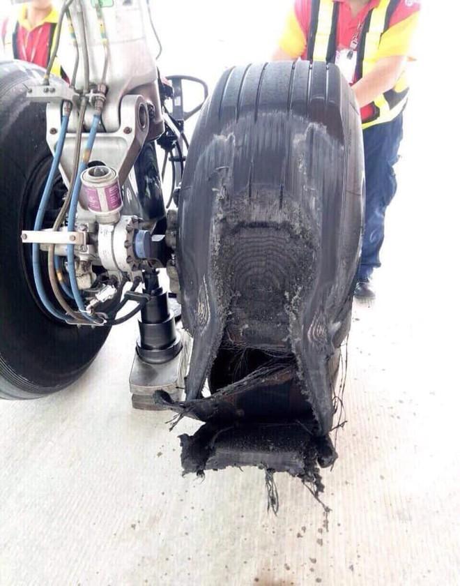 Vietjet lên tiếng về hình ảnh máy bay bị hư lốp sau khi hạ cánh xuống sân bay Tân Sơn Nhất: Đã tiến hành thay lốp ngay sau đó - ảnh 2