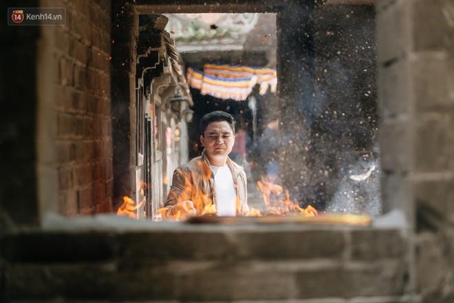 Ngày Valentine, nhiều bạn trẻ nô nức tới chùa Hà cầu mong khi đi lẻ bóng, khi về có đôi - ảnh 25