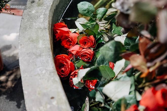 Ngày Valentine, nhiều bạn trẻ nô nức tới chùa Hà cầu mong khi đi lẻ bóng, khi về có đôi - ảnh 21