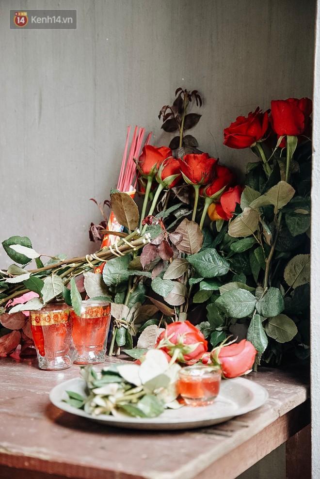 Ngày Valentine, nhiều bạn trẻ nô nức tới chùa Hà cầu mong khi đi lẻ bóng, khi về có đôi - ảnh 19
