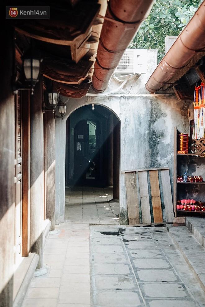 Ngày Valentine, nhiều bạn trẻ nô nức tới chùa Hà cầu mong khi đi lẻ bóng, khi về có đôi - ảnh 3