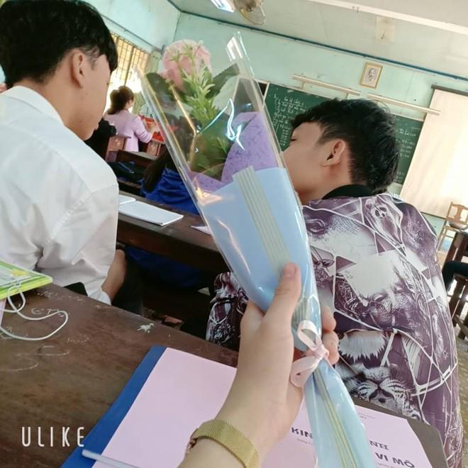 Hội độc thân thi nhau khoe cảnh socola đề huề ở trường: Cần gì người yêu khi đã có bạn thân! - ảnh 6