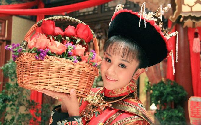 Dàn diễn viên Độc Cô Hoàng Hậu: Trần Kiều Ân bị đồn ngủ với trai trẻ, Hạ Tử Vy khai gian tuổi tác - Ảnh 16.