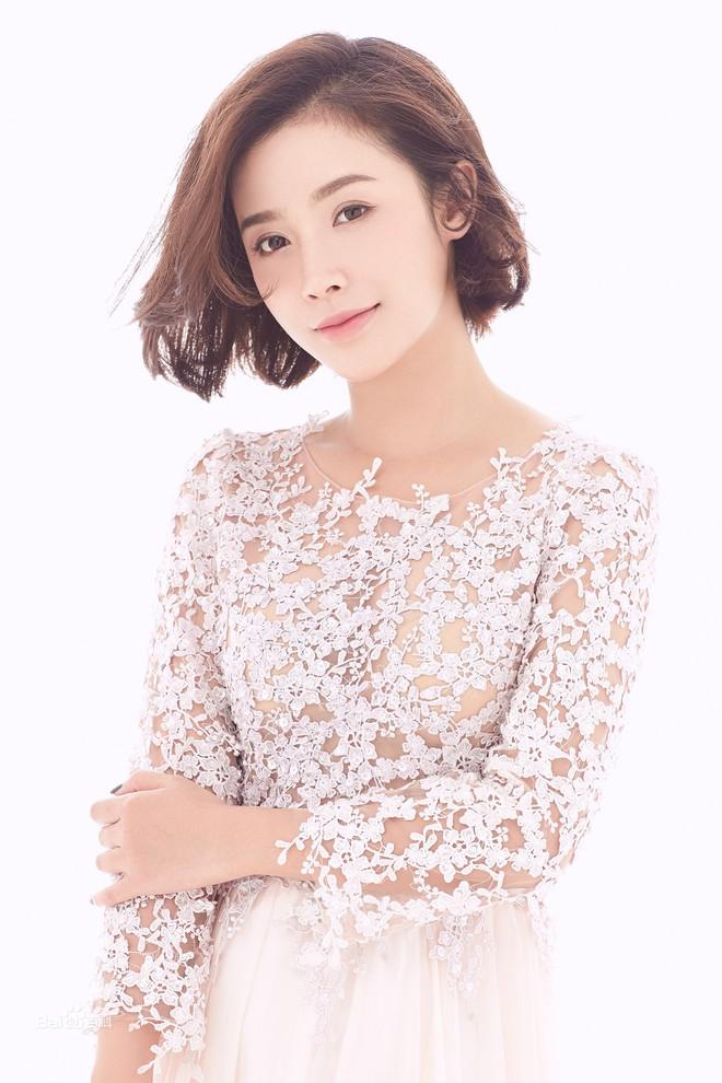 Dàn diễn viên Độc Cô Hoàng Hậu: Trần Kiều Ân bị đồn ngủ với trai trẻ, Hạ Tử Vy khai gian tuổi tác - Ảnh 20.
