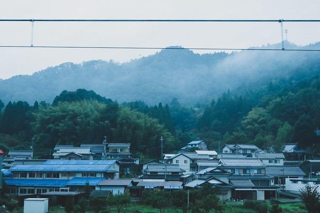Một ngày tại làng nghề truyền thống Kyoto, nơi các nghệ nhân làm giấy, dệt lụa theo phương pháp thủ công qua hàng thế kỷ - Ảnh 1.