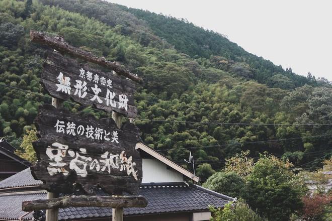 Một ngày tại làng nghề truyền thống Kyoto, nơi các nghệ nhân làm giấy, dệt lụa theo phương pháp thủ công qua hàng thế kỷ - Ảnh 2.