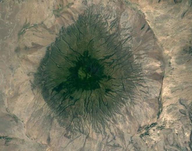 Không cần đi du lịch, Google Earth sẽ giúp bạn khám phá vẻ đẹp muôn màu của trái đất nhìn từ vệ tinh - Ảnh 7.