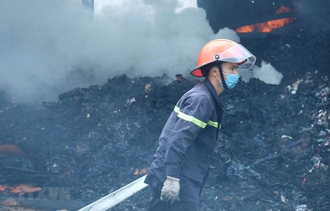 Cháy lớn thiêu rụi xưởng sản xuất lốp ôtô rộng hàng nghìn mét vuông - ảnh 1