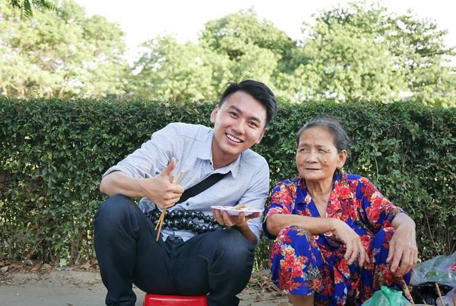 Khoai Lang Thang - Anh vlogger được lòng cư dân mạng vì nụ cười không phải nắng mà vẫn chói chang - ảnh 4