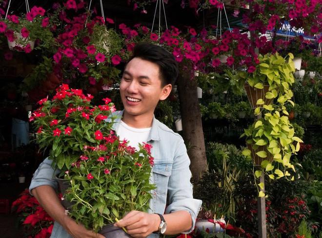 Khoai Lang Thang - Anh vlogger được lòng cư dân mạng vì nụ cười không phải nắng mà vẫn chói chang - ảnh 6