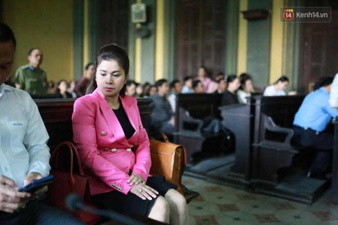 Ông Đặng Lê Nguyên Vũ: Gia đình đâu có thiếu tiền mà cô ấy phải đi làm khắp nơi, để rồi nuôi con 3 năm không lên một ký - Ảnh 1.