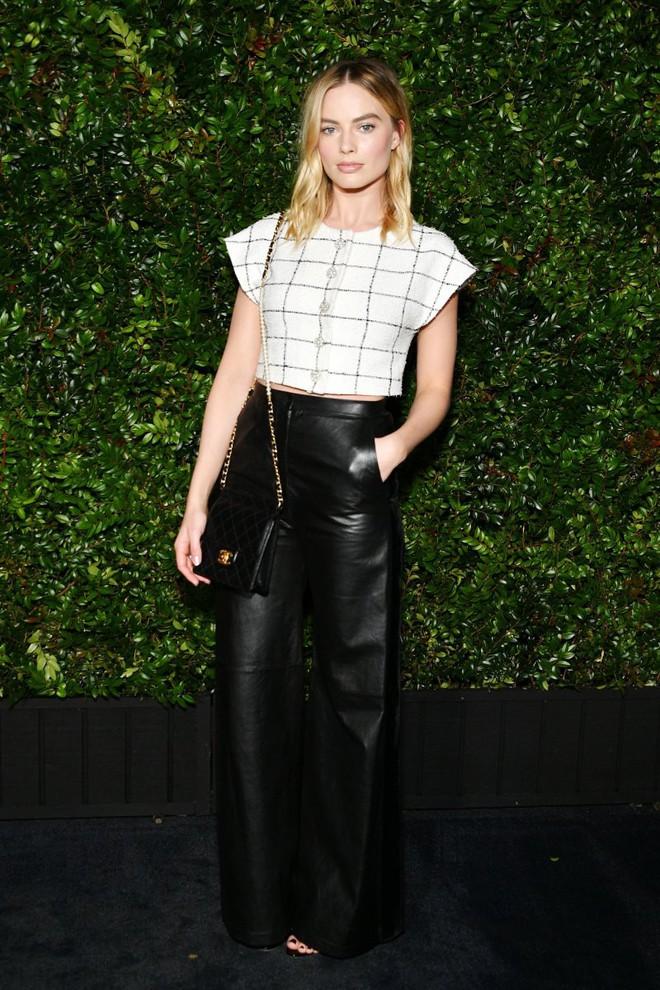 Tiền tiệc Oscar: Miley Cyrus tình tứ bên Kristen Stewart dù đến với chồng, Katy Perry khoe nhẫn khủng bên dàn siêu sao - ảnh 10