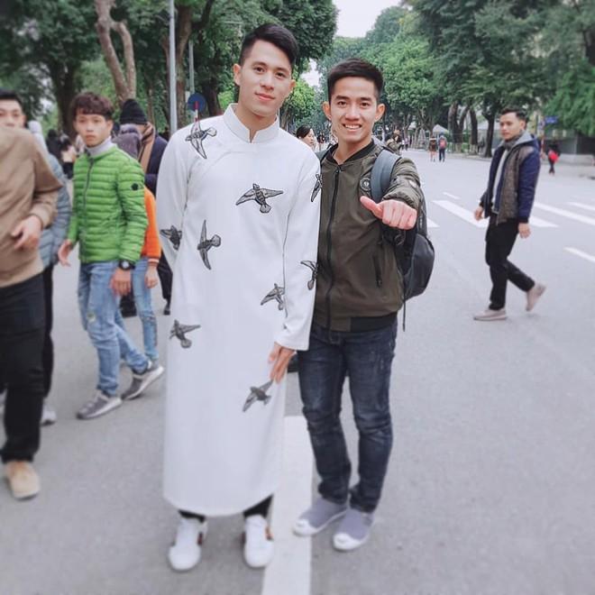 Tết Kỷ Hợi: Hội cầu thủ Việt cực đẹp trong áo dài cách tân - Ảnh 8.