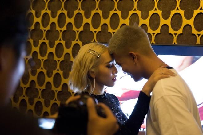 Nhờ khoá môi liên tục cùng loạt câu tỏ tình bể bình, vợ chồng Emily - BigDaddy dắt tay nhau lên top trending sau 24h - Ảnh 5.