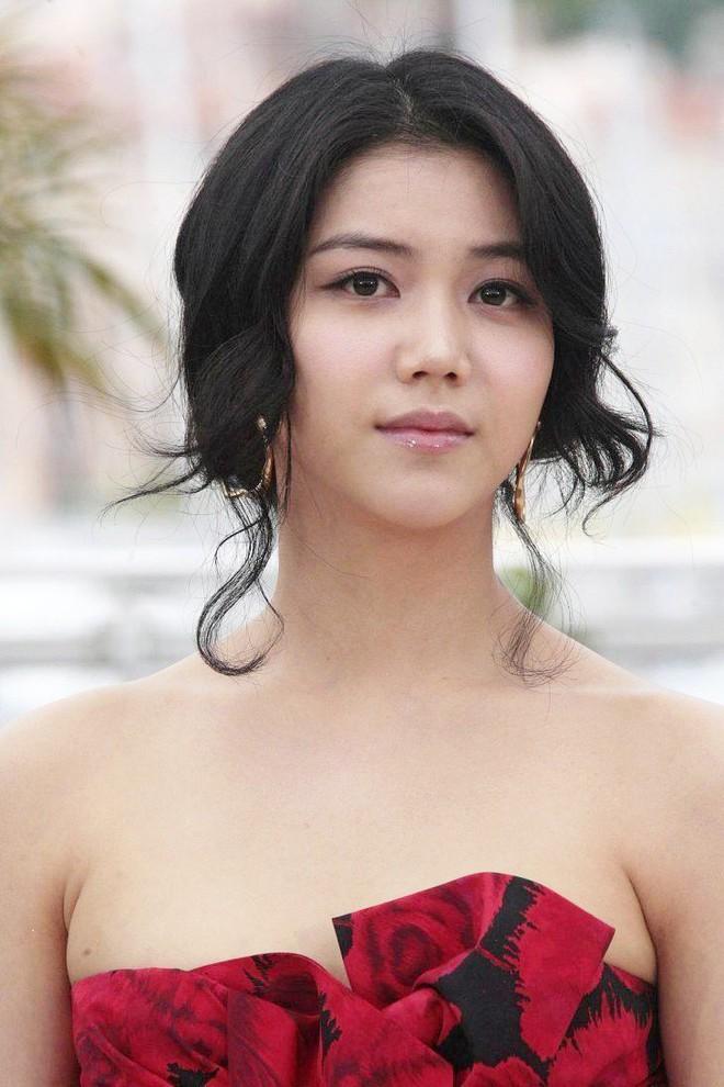 Tiểu tam tin đồn mới trong vụ ồn ào Song Song: Cô dâu Hà Nội từng gây sốc vì cảnh nóng, xuất sắc tiến đến Cannes - ảnh 21