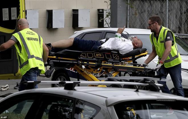 Xả súng đẫm máu tại nhà thờ New Zealand: Kẻ thủ ác livestream từ đầu đến cuối, hàng chục người bị thương - ảnh 7