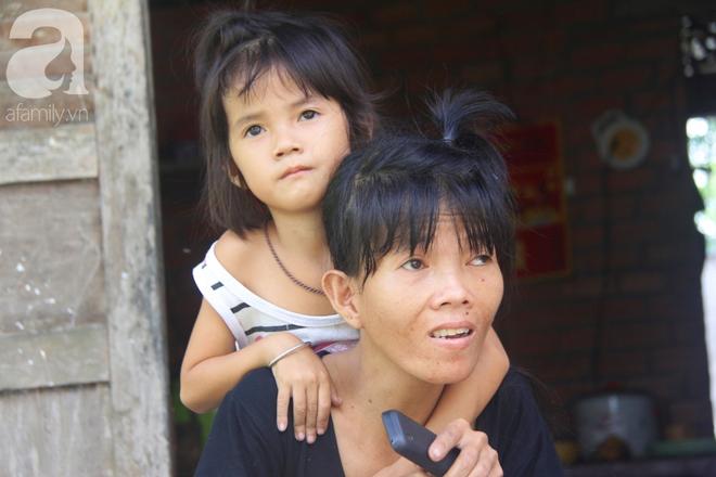 Xót cảnh người mẹ khờ nuôi 2 con gái nhỏ xinh xắn nhưng không biết mặt cha vì bị xâm hại tình dục - ảnh 3
