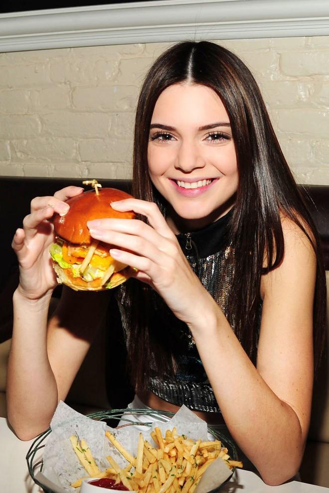 Bí quyết nào giúp các siêu mẫu Victoria's Secret không cần kiêng ăn món yêu thích mà vẫn giữ dáng đẹp? - ảnh 13
