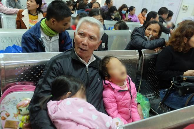 Vụ hàng chục học sinh Bắc Ninh nhiễm sán: Con tôi được xét nghiệm không nhiễm sán nhưng vẫn được bệnh viện chỉ định uống thuốc - Ảnh 2.