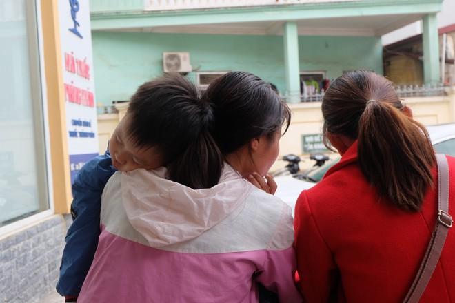 Vụ hàng chục học sinh Bắc Ninh nhiễm sán: Con tôi được xét nghiệm không nhiễm sán nhưng vẫn được bệnh viện chỉ định uống thuốc - Ảnh 4.