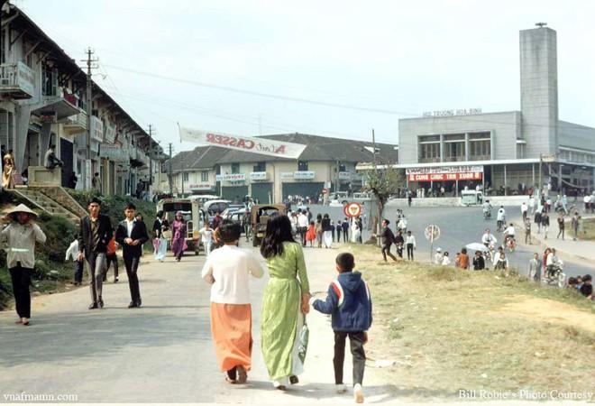 Sẽ dỡ bỏ rạp Hòa Bình ở trung tâm Đà Lạt, nhiều người không khỏi tiếc nuối - Ảnh 2.