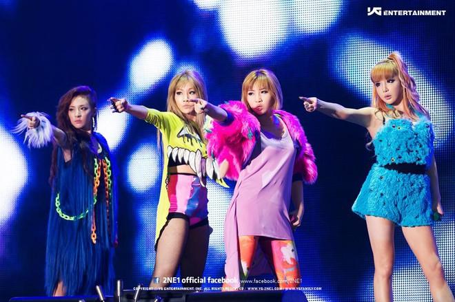 Park Bom hát hit mới ngoài đường, fan xúc động với chi tiết chứng minh cô vẫn chờ ngày 2NE1 tái hợp - ảnh 2