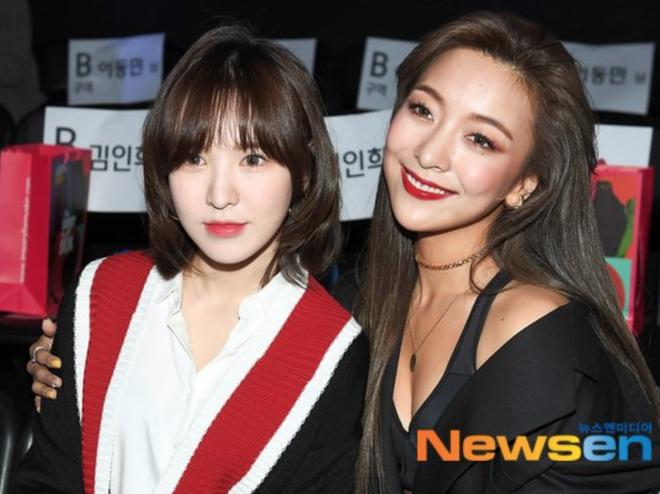 Wendy (Red Velvet) và Luna f(x) trong một khung hình: Cô em thiện lành bao nhiêu, cô chị nhìn gắt bấy nhiêu - Ảnh 4.