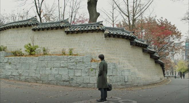 """Lee Dong Wook hôn Yoo In Na trước phòng trà của Thần Chết, khán giả """"gọi hồn"""" Yêu Tinh Gong Yoo - Ảnh 4."""