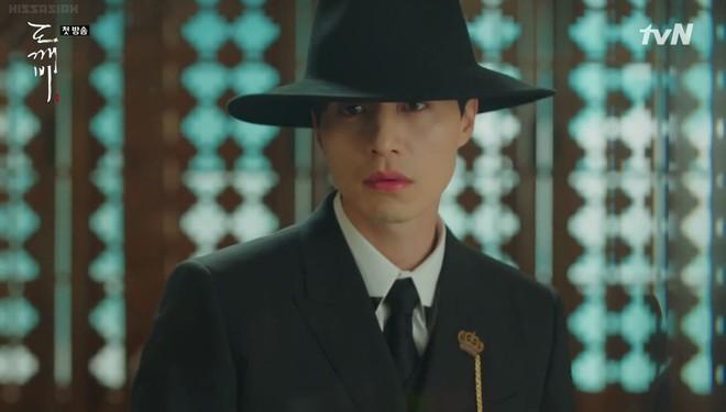 """Lee Dong Wook hôn Yoo In Na trước phòng trà của Thần Chết, khán giả """"gọi hồn"""" Yêu Tinh Gong Yoo - Ảnh 5."""