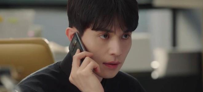 """Lee Dong Wook hôn Yoo In Na trước phòng trà của Thần Chết, khán giả """"gọi hồn"""" Yêu Tinh Gong Yoo - Ảnh 7."""