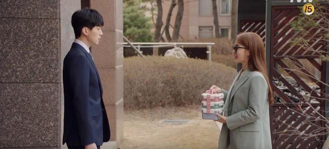 """Lee Dong Wook hôn Yoo In Na trước phòng trà của Thần Chết, khán giả """"gọi hồn"""" Yêu Tinh Gong Yoo - Ảnh 9."""