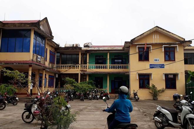 Nữ sinh lớp 10 ở Quảng Trị nghi bị hiếp dâm tập thể: 9 nam sinh liên quan chủ động xin nghỉ học - Ảnh 2.