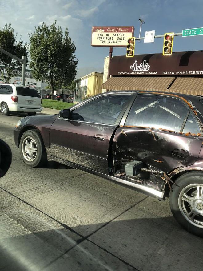 Chết cười với những trường hợp sửa xe móp bằng IQ vô cực thay vì đem ra thợ - Ảnh 2.