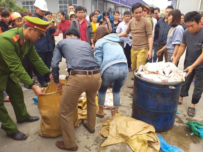 1.000 công nhân bỏ bữa vì thực phẩm có mùi, chi cục An toàn thực phẩm vào cuộc - Ảnh 1.