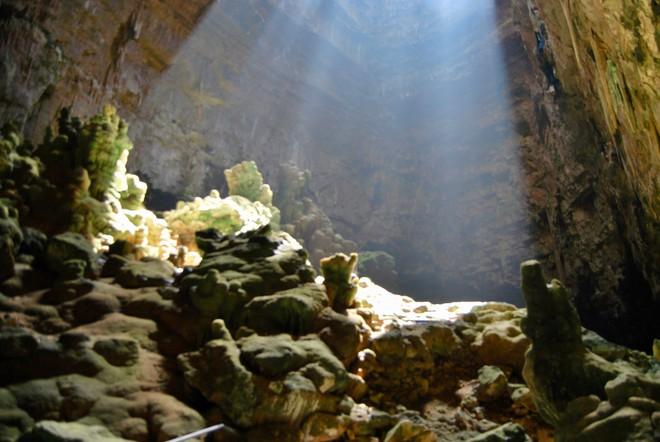 Hang động dài nhất nước Ý: Được làm từ xác chết, luôn ngập ánh sáng 24/24 như có ma thuật - ảnh 8