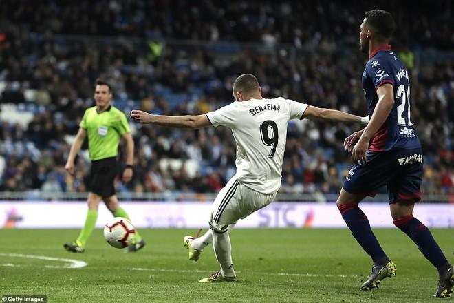 Zidane bất ngờ trọng dụng con trai, Real Madrid thắng toát mồ hôi hột trước đội cuối bảng - ảnh 8