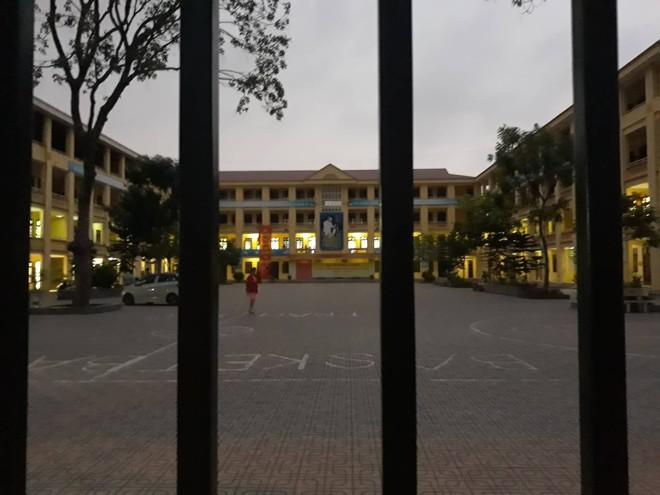 Vụ giáo viên ở Hà Nội bị tố dâm ô: Không bố trí đứng lớp nếu giáo viên vi phạm đạo đức nhà giáo - Ảnh 1.