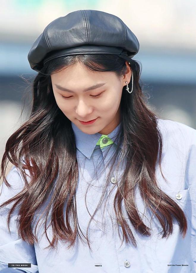 Sốc với ngoại hình idol từng gây bão ở Produce 101: Tóc dài thướt tha khiến con gái ghen tị, ai ngờ là nam rapper - ảnh 4