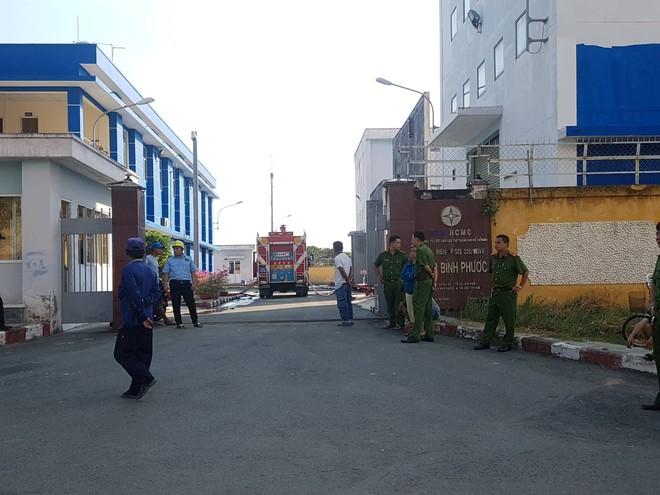 Cháy nổ trạm biến áp, Sài Gòn cúp điện trên diện rộng - Ảnh 1.