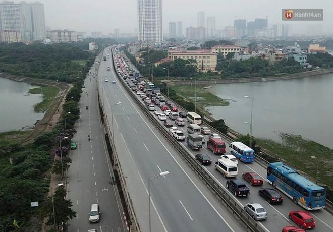 Vành đai 3 ùn tắc dài hàng km, cửa ngõ phía nam Thủ đô chật kín ngày cuối cùng kỳ nghỉ lễ - Ảnh 1.