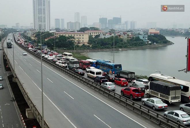 Vành đai 3 ùn tắc dài hàng km, cửa ngõ phía nam Thủ đô chật kín ngày cuối cùng kỳ nghỉ lễ - Ảnh 4.