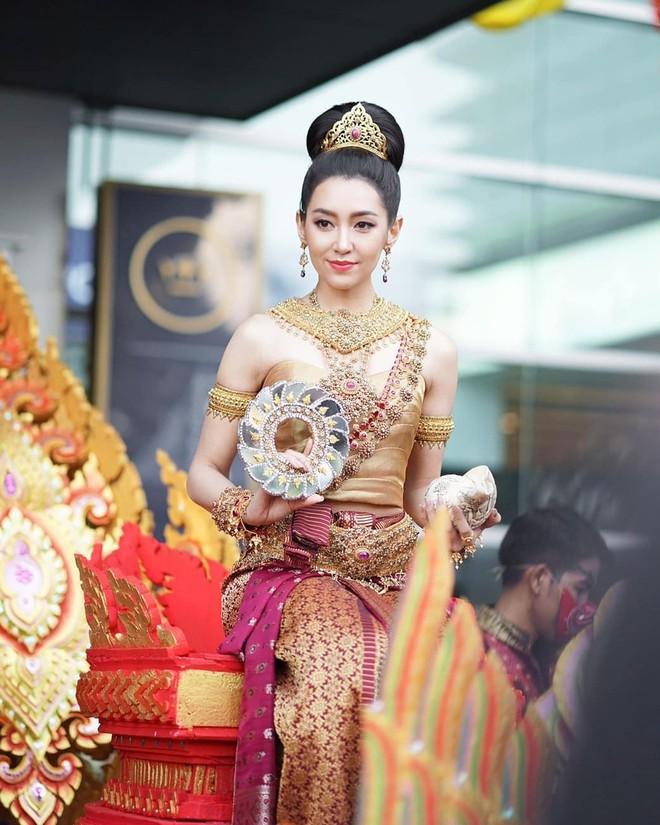 Dàn mỹ nhân đẹp nhất Tbiz hóa nữ thần tại Songkran 2019: Nữ chính Friend zone đỉnh cao nhưng có bằng 5 sao nữ này? - Ảnh 9.
