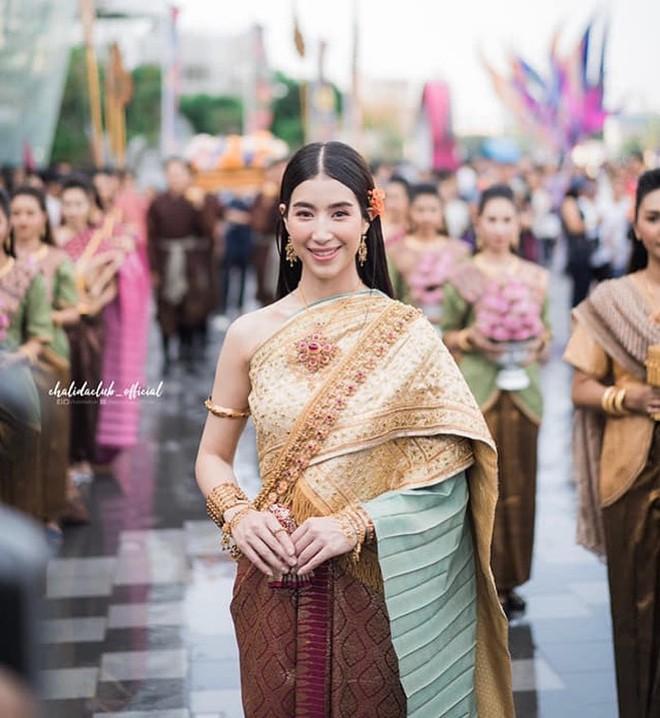 Dàn mỹ nhân đẹp nhất Tbiz hóa nữ thần tại Songkran 2019: Nữ chính Friend zone đỉnh cao nhưng có bằng 5 sao nữ này? - Ảnh 21.