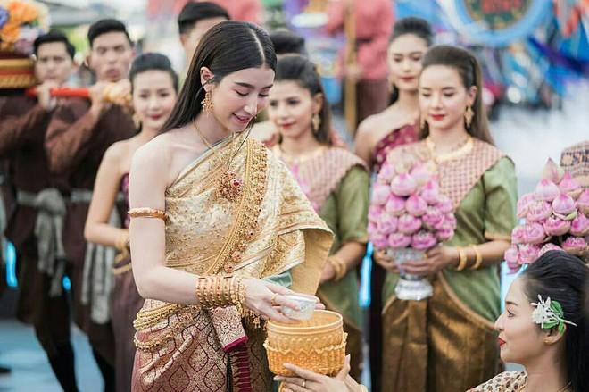 Dàn mỹ nhân đẹp nhất Tbiz hóa nữ thần tại Songkran 2019: Nữ chính Friend zone đỉnh cao nhưng có bằng 5 sao nữ này? - Ảnh 23.